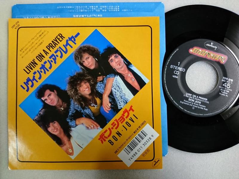 ボン・ジョヴィ/リヴィン・オン・ア・プレイヤーのシングル盤通販・販売ならサウンドファインダー